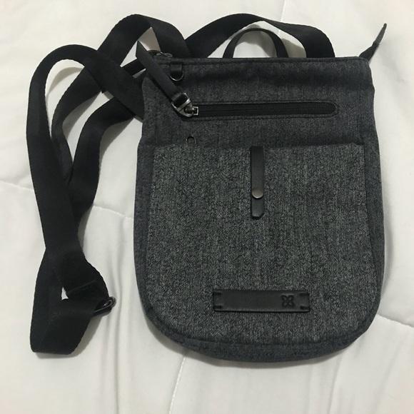 422cbde152 Like new Sherpani Lima Shoulder Bag. M 5a6d23af05f4309017abd760